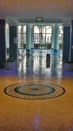 Hilton Malta: indoor pool