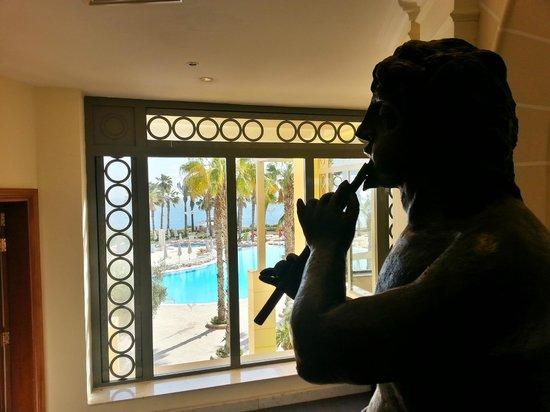 Hilton Malta: window by the elevators, lobby area