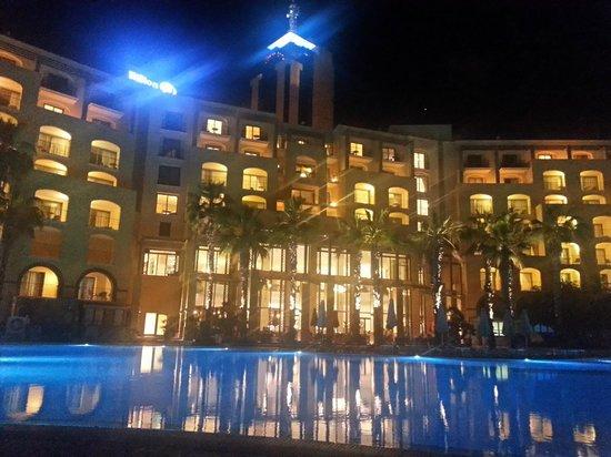 Hilton Malta: Hilton at night
