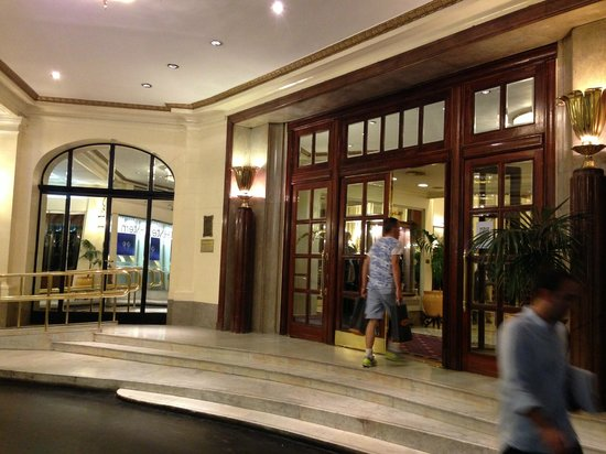 Plaza Hotel Buenos Aires: entrance porch