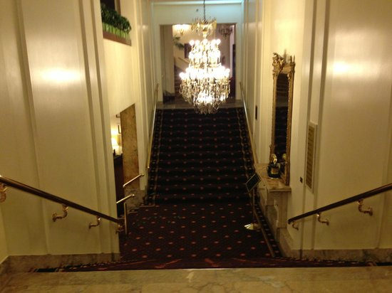 Plaza Hotel Buenos Aires: way down to lobby level -1