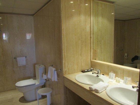 Astur Plaza: Baño