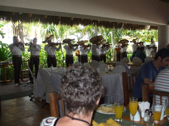 Sheraton Buganvilias Resort & Convention Center : Mariachi au brunch du dimanche