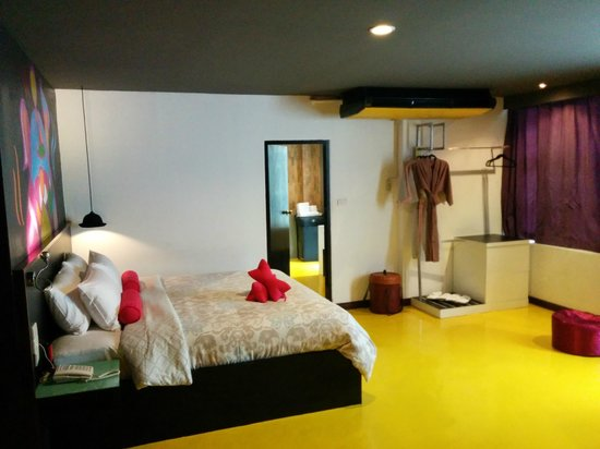 Hug Collection Hotel : Bedroom to Bathroom
