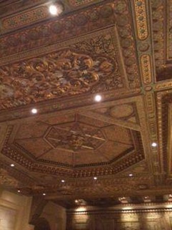 Movenpick Resort Petra : ceiling in bar