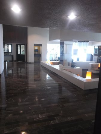 Gamma Campeche Malecón: Huge and clean lobby - Feb 5th 2014