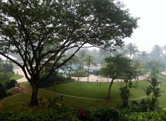 Shangri-La's Rasa Sentosa Resort & Spa: Don't mention the smoke haze