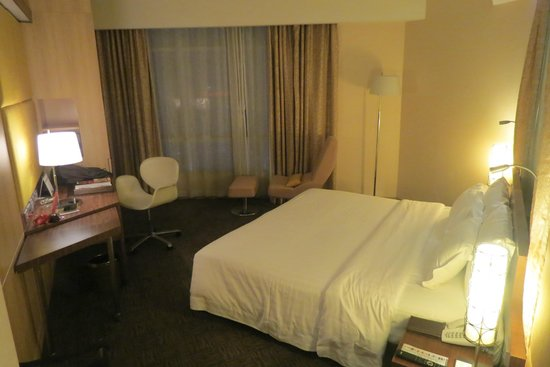 Centara Grand at CentralWorld : Our bedroom