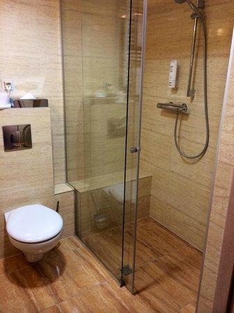 Hotel Galaxy: Bathroom