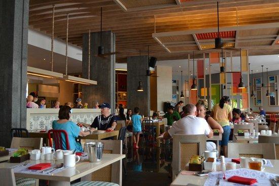 Holiday Inn Resort Phuket: Breakfast area at The Sea Breeze restaurant in the main wing