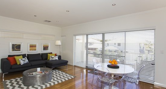 Lakeside Retreat: Guest Loungeroom