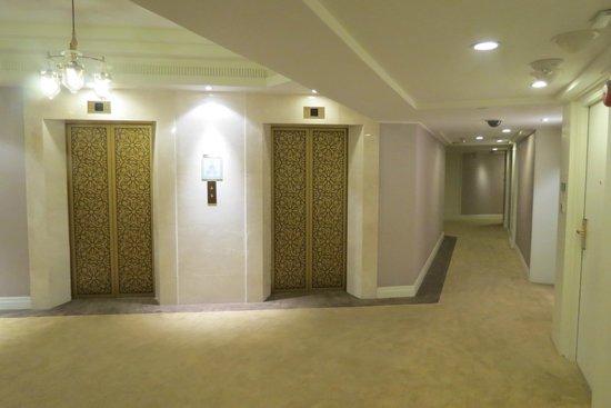 Dusit Thani Bangkok: Hallway