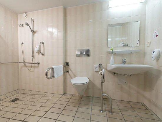 Leonardo Hotel Hamburg-Stillhorn : Bathroom