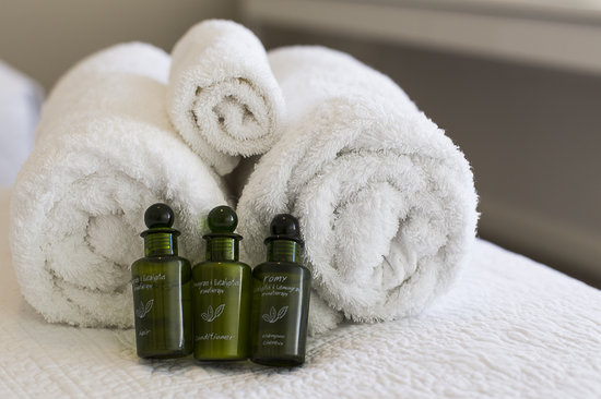Lakeside Retreat : Luxury towels and toiletries