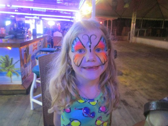 The Sandpiper Beacon Beach Resort : face painting