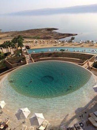 Kempinski Hotel Ishtar Dead Sea: Adult infinity pool