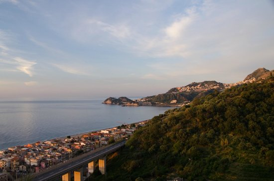Hotel Antares: Taormina seen at sunrise from our balcony