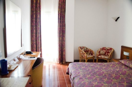 Hotel Antares: Our room