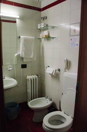 Hotel Antares: Bathroom