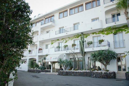 Hotel Antares: Main entrance