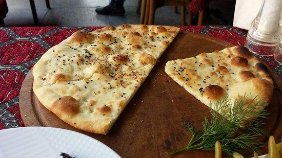 Shadow Cafe & Restaurant : Garlic-pita bread as a courtesy! !
