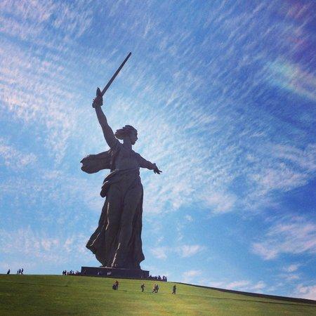 Mamayev Hill Monuments: Кто с мечом к нам войдет, тот от меча и падет