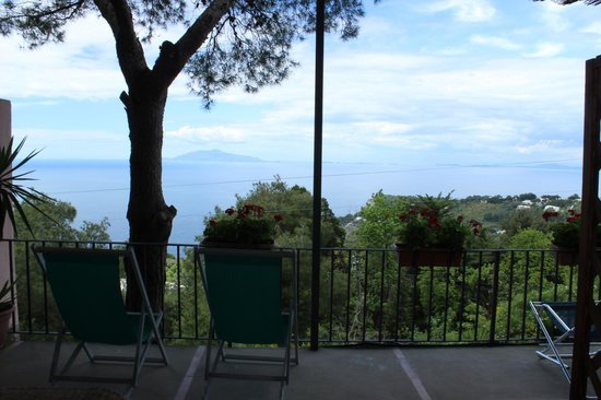 Alle Ginestre Capri Bed & Breakfast: Room view