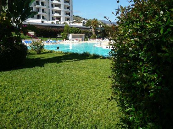 The Jardins d'Ajuda Suite Hotel : piscine