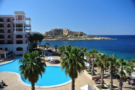 The Westin Dragonara Resort, Malta: Beautiful view off the side of our Tower Room