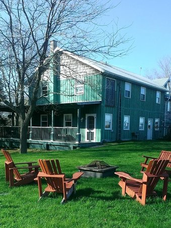 Jackson's Falls Country Inn: A portion of the back area