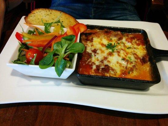 Victoria's Restaurant: lasagna