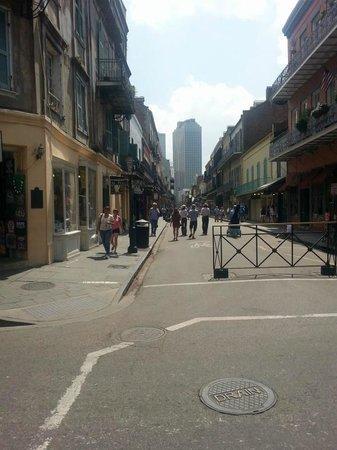 Vieux carré français de La Nouvelle-Orléans : You can see downtown from the French Quarter