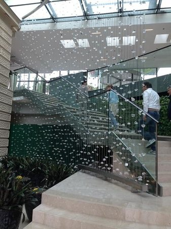 Kempinski Palace Portoroz: la scala nella hall