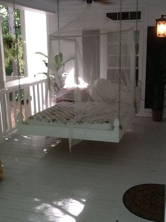 La Paz Bed and Breakfast: porch bed off Mama's room. Love!