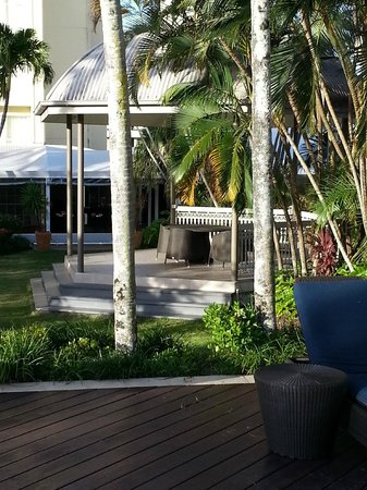 Pullman Cairns International: The gardens by the pool.