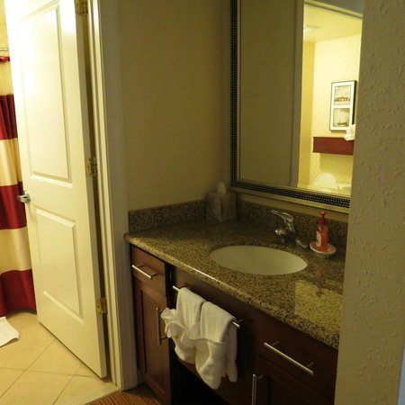 Residence Inn Florence: Plenty of soap & fresh towels to accomodate a family of 4