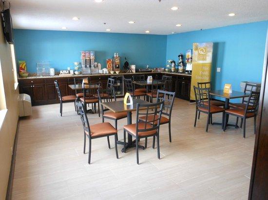 Quality Inn: Breakfast Room
