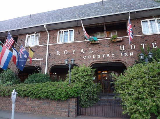 Royal Country Inn : Front Entrance