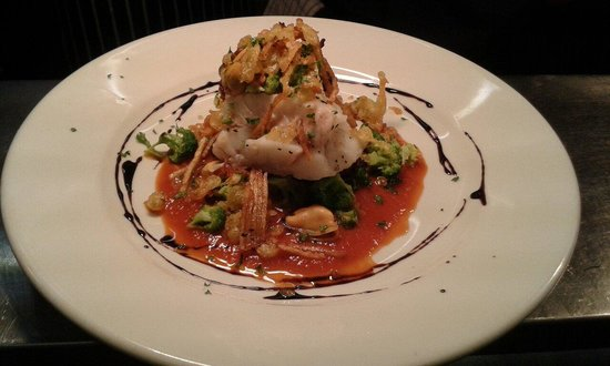 The Butchers Arms: Poached cod fillets with mussels and broccoli, served with a red wine and carrot sauce