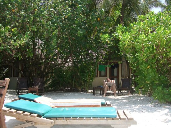 Makunudu Island: the back entrance of room 29