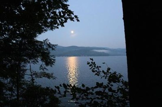 The Blue Moon Motel: The moon over the lake