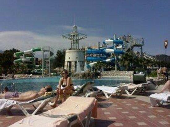 Limak Limra Hotel : Het mooie zwembad met voldoende ligstoelen