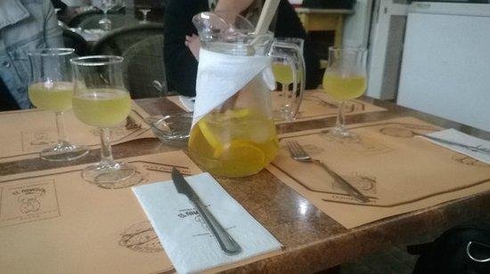 Restaurante El Abuelo: Sangria blanche pétillante