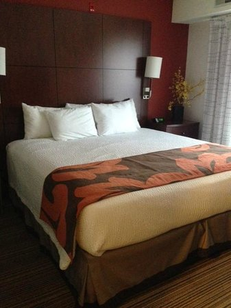 Residence Inn Lansing West: King Size Bed