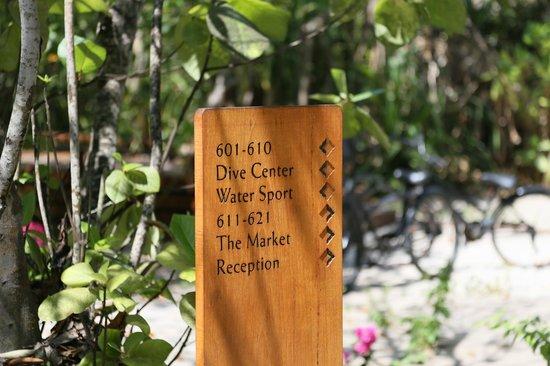 Dusit Thani Maldives: Signboard