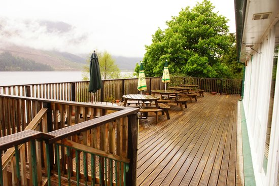 Letterfinlay Lodge Hotel: The magnificent seating area with stunning views