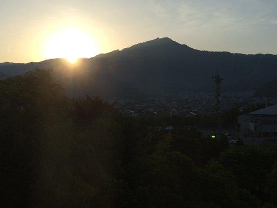 Grand Prince Hotel Kyoto : ホテル客室からの景色(日の出)