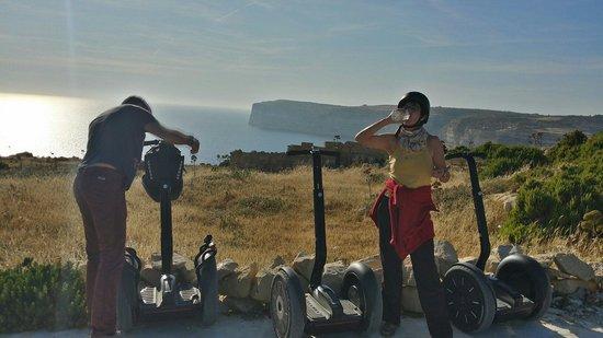 Gozo Segway Tours: Blick auf die Klippen vor Claudia Bay