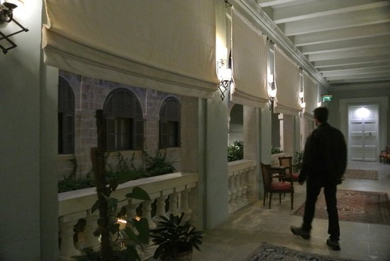 The Xara Palace Relais & Chateaux : Exploring an upstairs hallway of the hotel