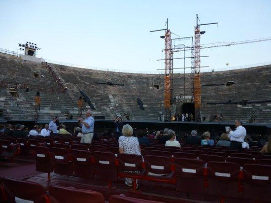 Arena di Verona: Зроители собираются...
